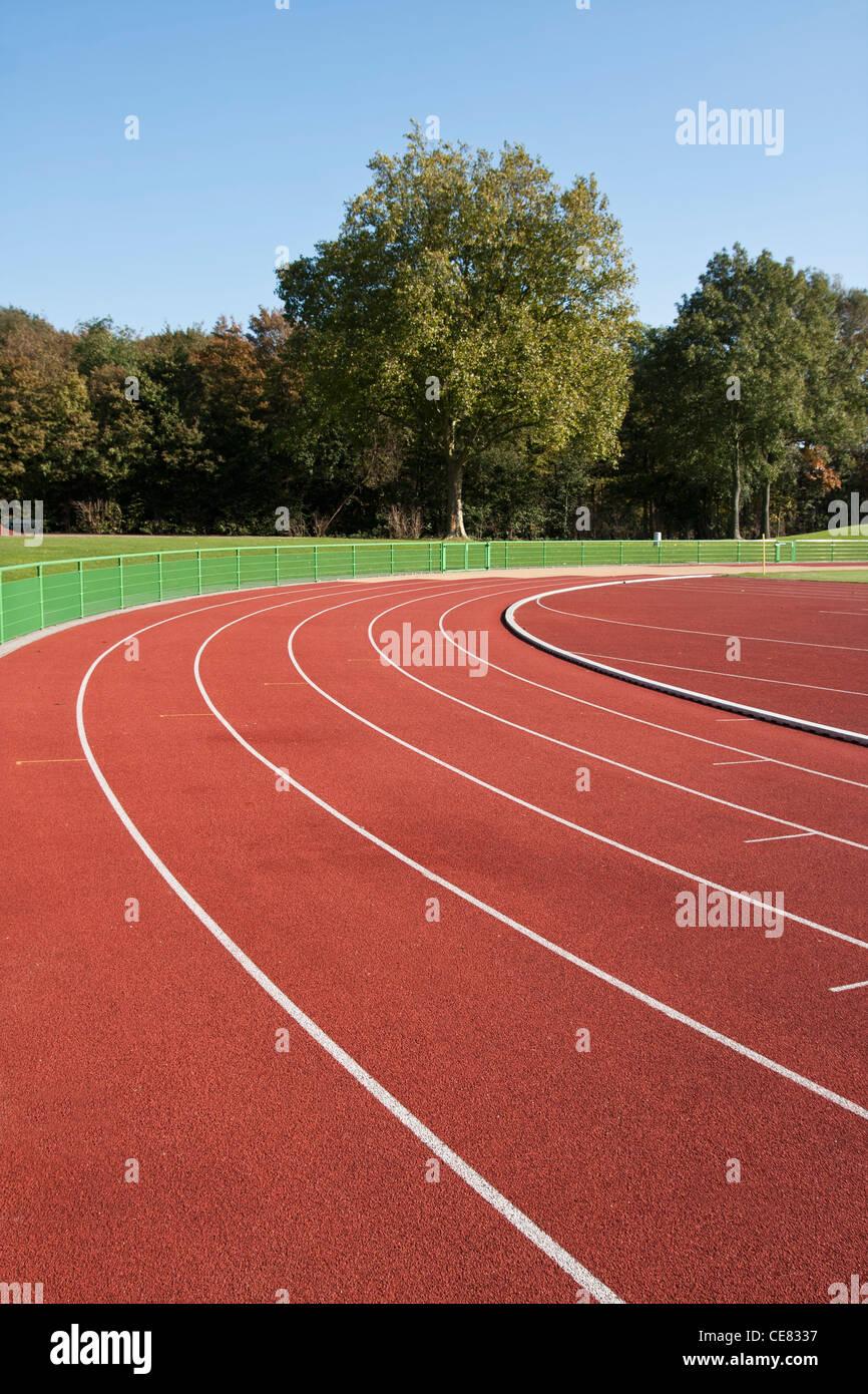 Laufstrecke Linien an einem sonnigen Tag Stockbild