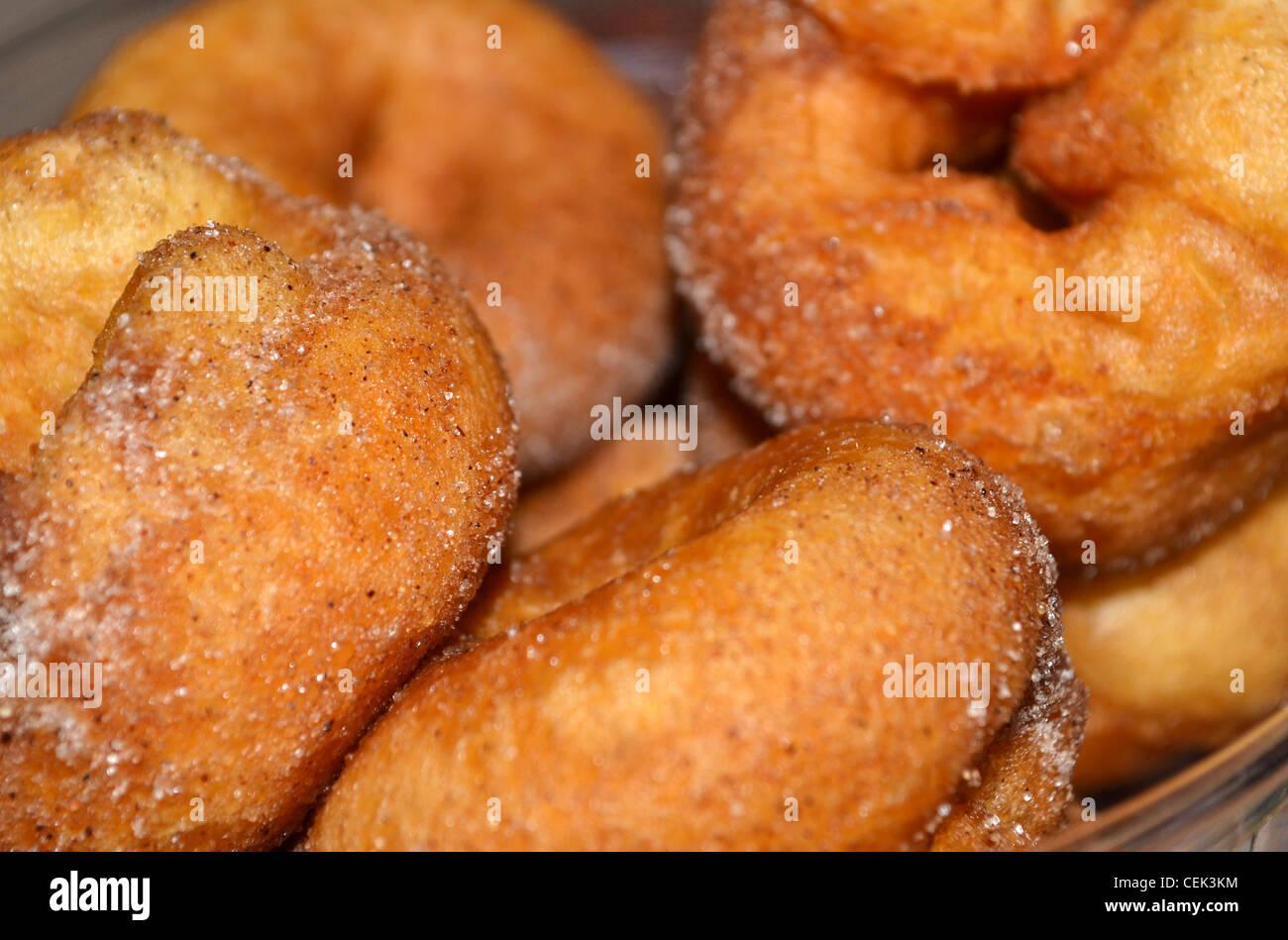 frische mini zimt donuts stockfoto bild 43445912 alamy. Black Bedroom Furniture Sets. Home Design Ideas