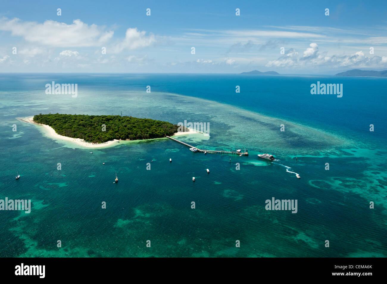 Luftaufnahme von Green Island - eine Koralleninsel in der Nähe von Cairns. Great Barrier Reef Marine Park, Stockbild