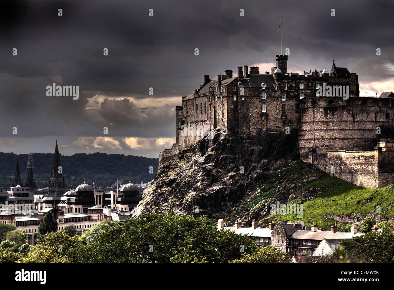 Laden Sie dieses Alamy Stockfoto Ein Panorama von Edinburgh Castle vom Wissenschaftsmuseum Dach, Schottlands Hauptstadt UK @HotpixUK - CEMWXK