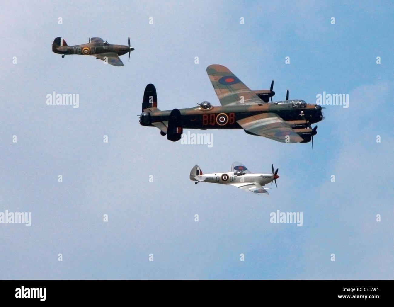 Kampfflugzeuge im Luftbild Display beim Goodwood Revival. Stockbild
