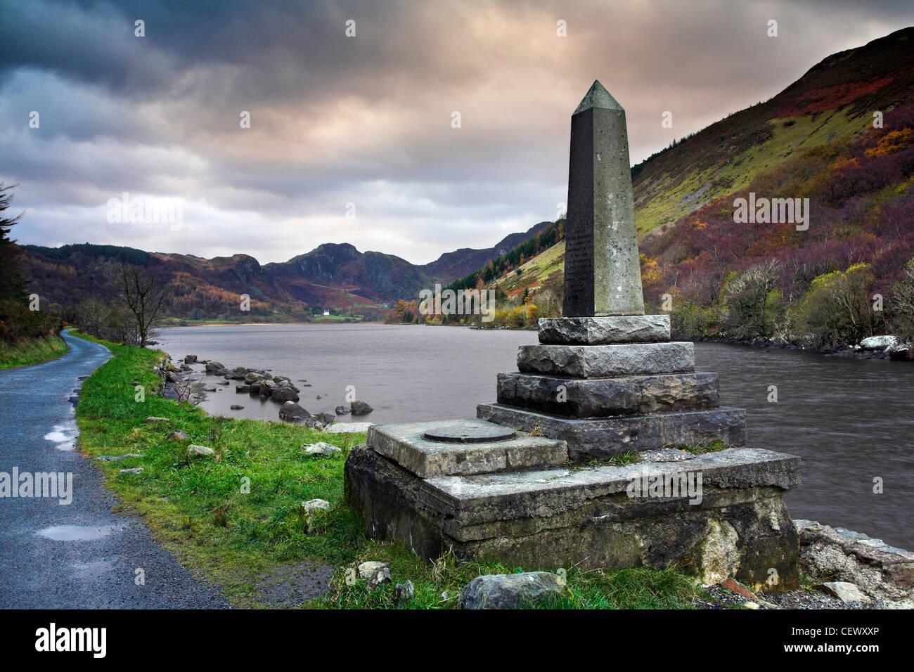 Denkmal für die Spende von Llyn Crafnant zu den Leuten von Romanum von Richard James zu gedenken. Stockbild