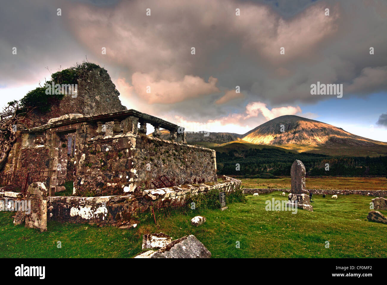 Laden Sie dieses Alamy Stockfoto Die alte Kapelle und Friedhof Elgol Straße B8083, Skye, innere Hebriden, Schottland, Vereinigtes Königreich - CF0MF2