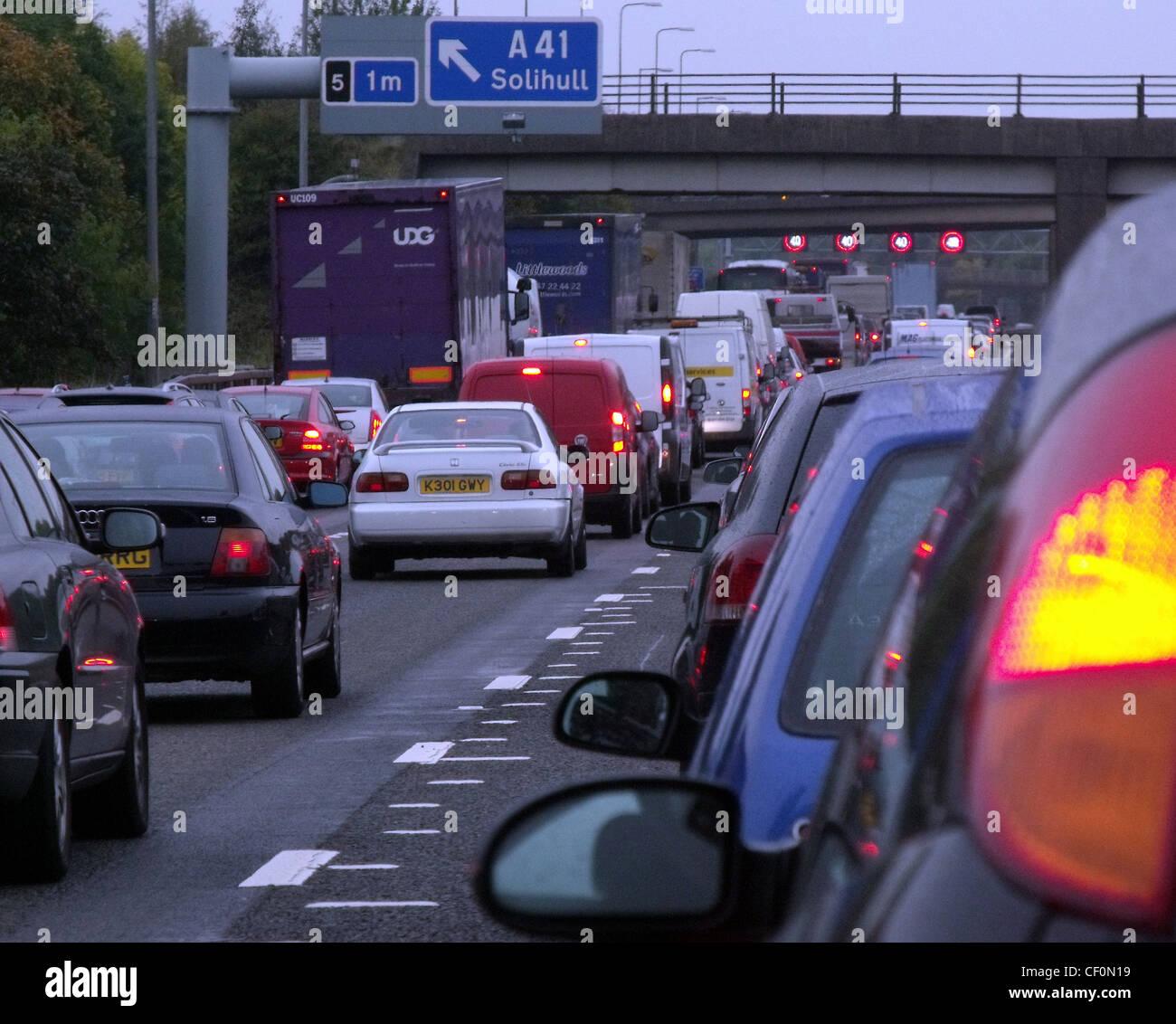 Laden Sie dieses Alamy Stockfoto Stockender Verkehr auf der Autobahn M42 in der Nähe von Solihull und Shirley, Birmingham, UK - CF0N19