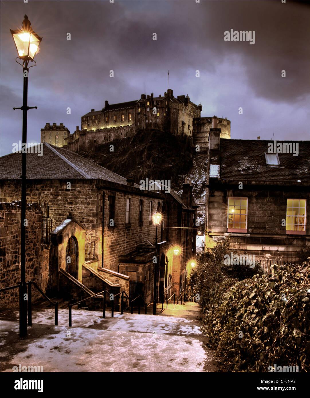 Laden Sie dieses Alamy Stockfoto Die Vennel im Winter, Schnee und Eis in der Abenddämmerung, Edinburgh, Lothian, Schottland, UK @HotpixUK - CF0NA2