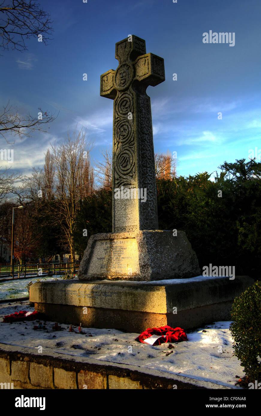 Laden Sie dieses Alamy Stockfoto Der Kenotaph War Memorial, Bell Lane, Thelwalls, Warrington, Cheshire, England, GB - CF0NA8