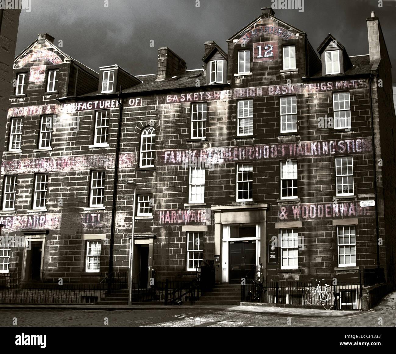 Laden Sie dieses Alamy Stockfoto Alten Signwriting am Universitätsgebäude bei 12 Nicholson Square, Edinburgh City, Lothian, Schottland, UK - CF1333
