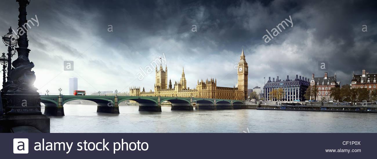 Ein Blick über die Westminster Bridge zum Houses of Parliament. Stockbild