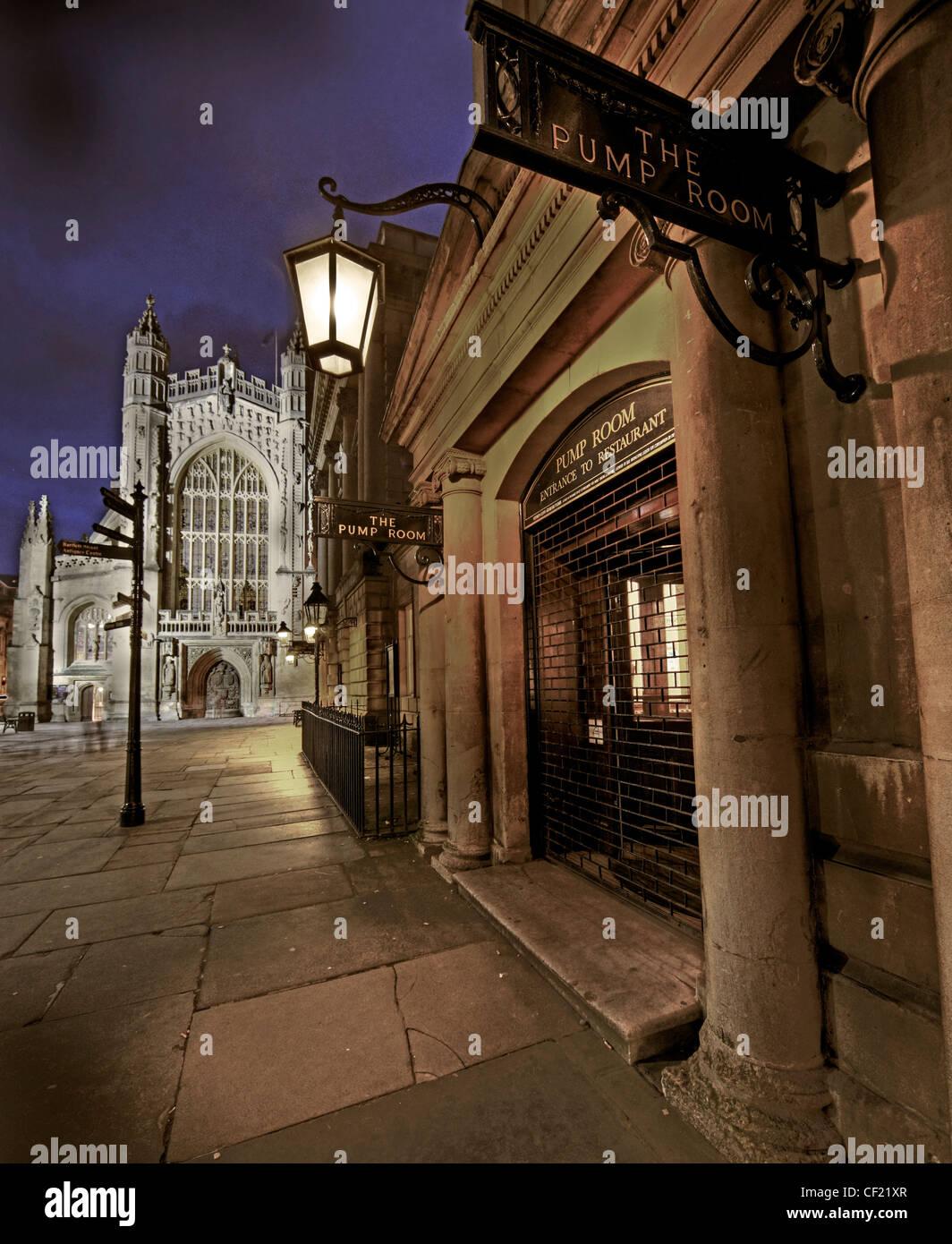 Laden Sie dieses Alamy Stockfoto Stadt Bath, Trinkhalle und Abtei bei Abenddämmerung Uk GB - CF21XR