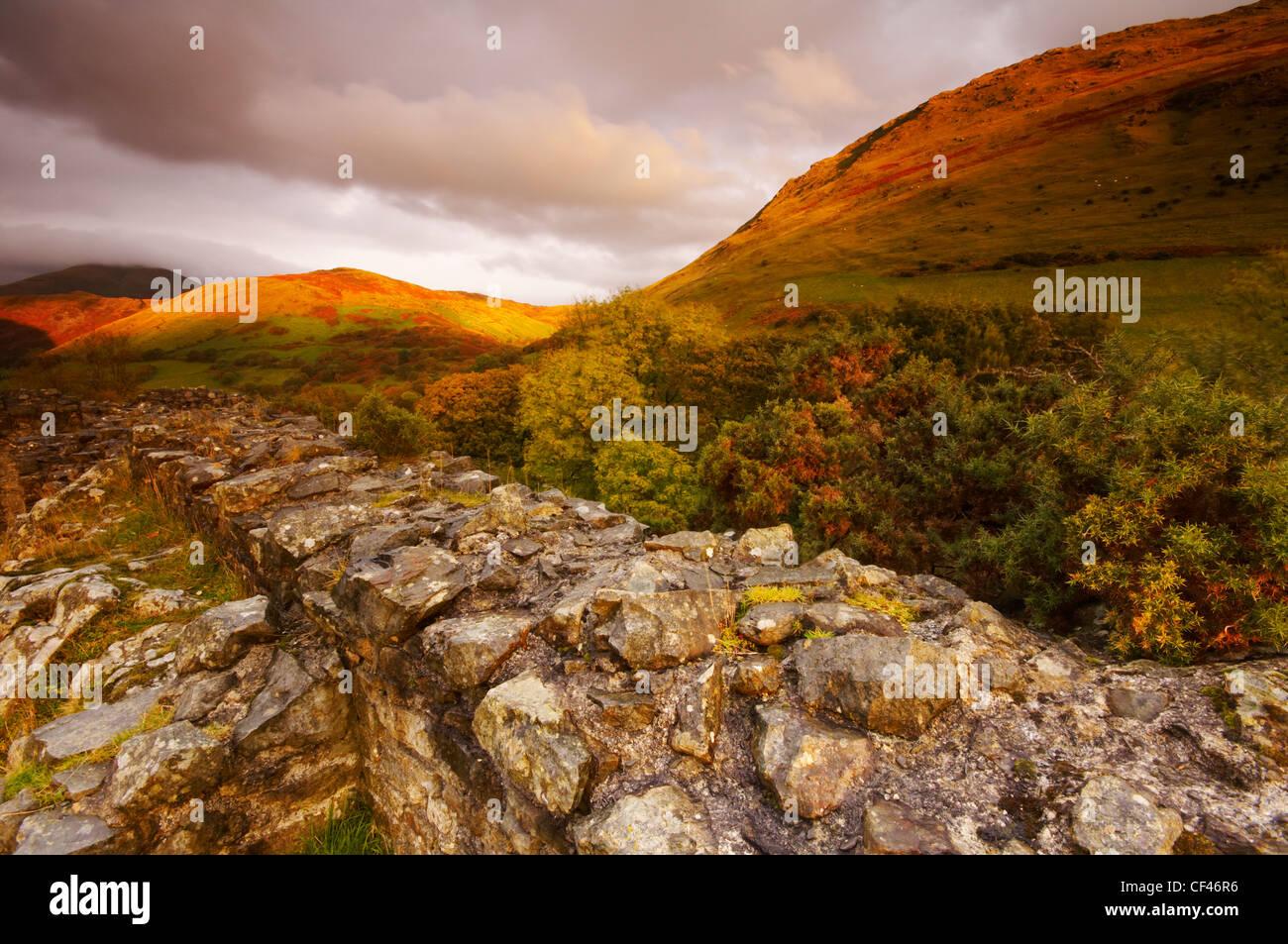 Die Hügel Ruine Castell Y Bere im Spätherbst Licht in Snowdonia. Stockbild