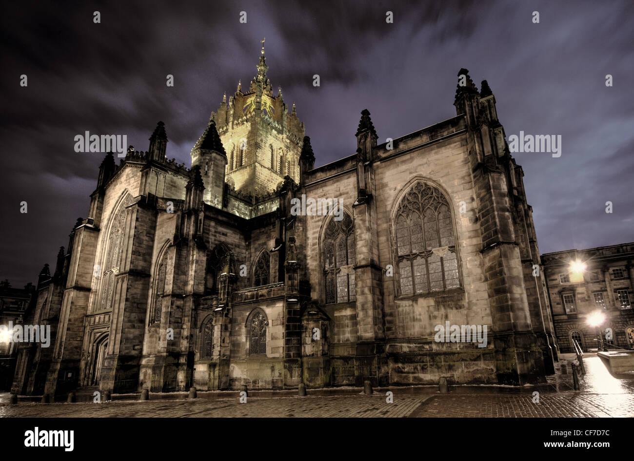 Laden Sie dieses Alamy Stockfoto St. Saint Giles Kathedrale High Kirk of Edinburgh in der Abenddämmerung, Schottland @HotpixUK - CF7D7C