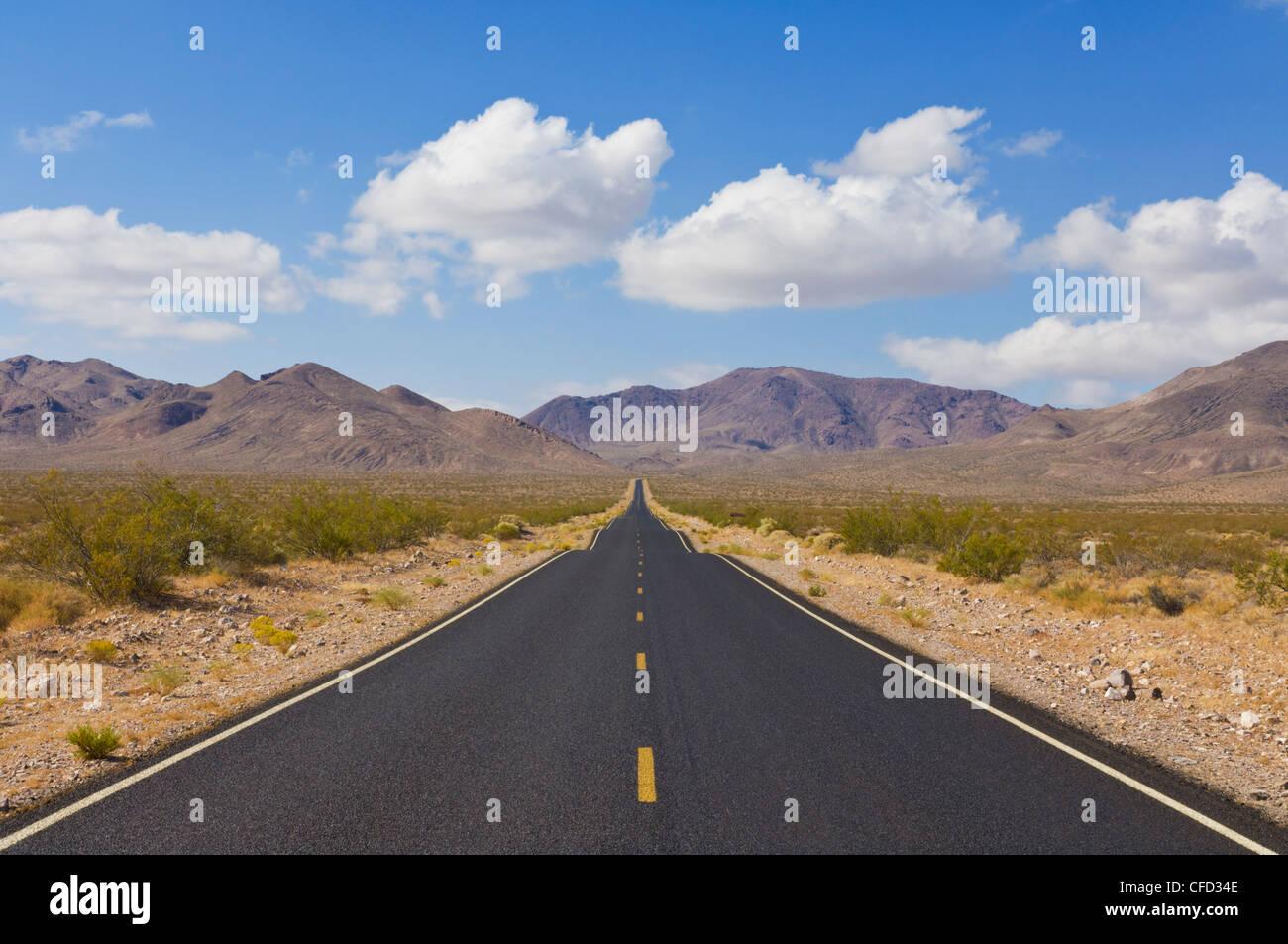 Tageslicht-Passstrasse, Highway 374 von Beatty Nevada, Grenze zu Death Valley Nationalpark, Kalifornien Nevada, Stockbild