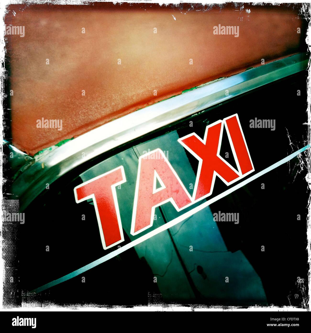 Taxischild auf Windschutzscheibe des amerikanischen Oldtimer, Trinidad, Kuba, Westindische Inseln, Karibik, Mittelamerika Stockbild