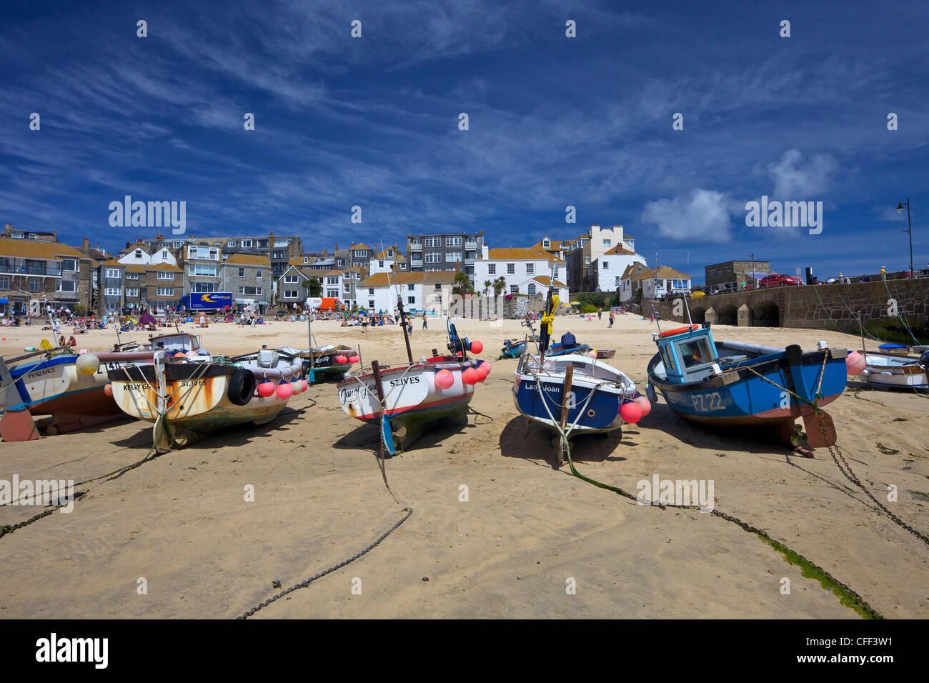 Angelboote/Fischerboote im alten Hafen, St. Ives, Cornwall, England, Vereinigtes Königreich, Europa Stockbild