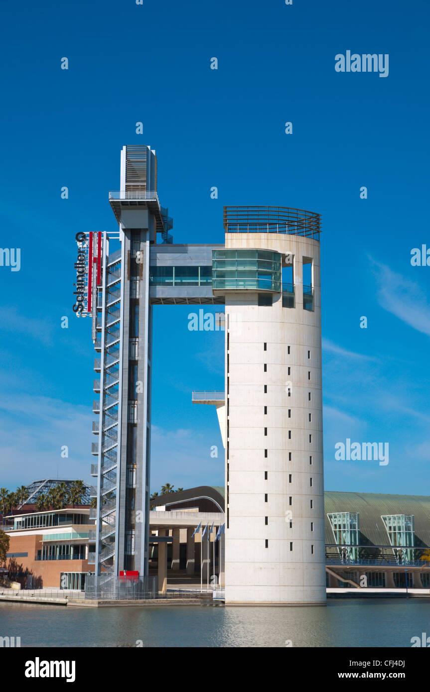 La Torre Panoramica Schindler (1992) am Fluss Guadalquivir Zentrale Sevilla Andalusien Spanien Stockfoto