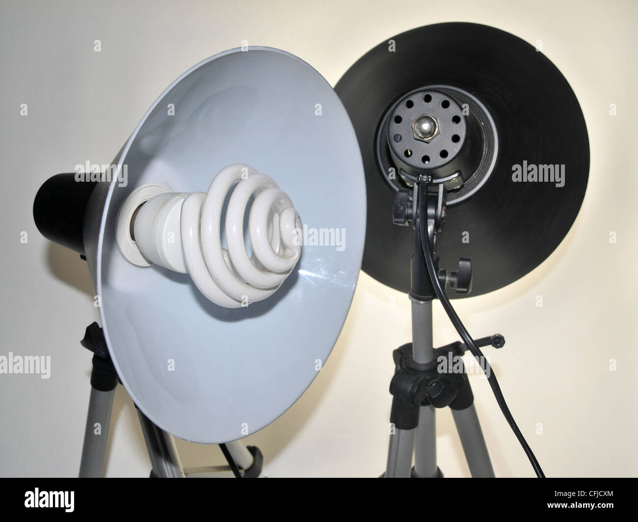 Zwei Tageslicht Leuchtstofflampen Studioleuchten. Stockbild