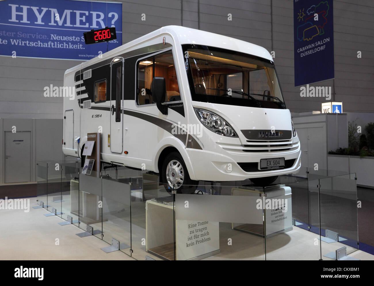 Düsseldorf - AUGUST 27: Leichte Hymer EX 504 Freizeitfahrzeug auf der Caravan Salon Messe 2012 am 27. August Stockbild