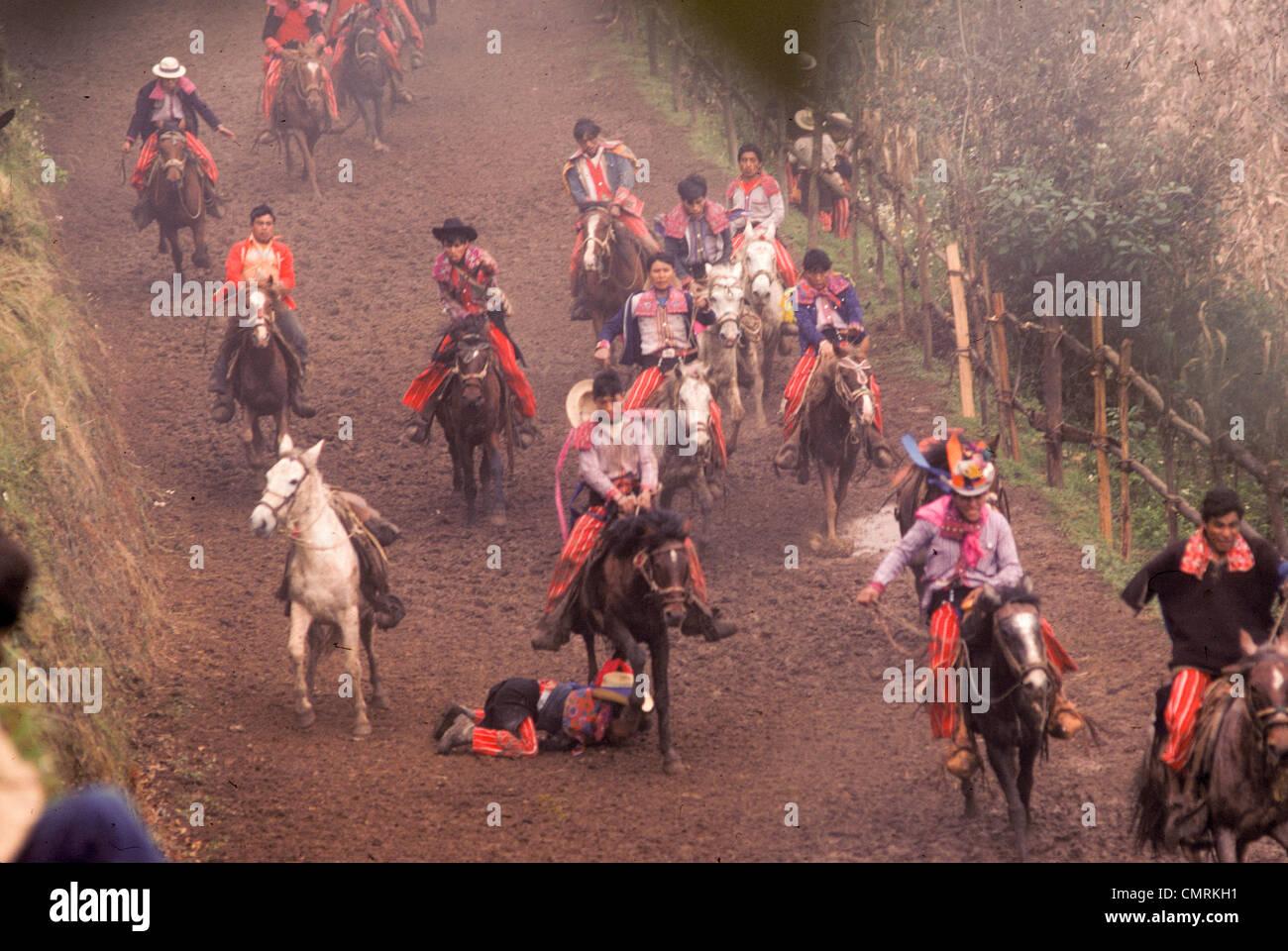 Todos Santos Indianer Rennpferde während der jährlichen Festlichkeiten während des Tag der Toten Stockbild