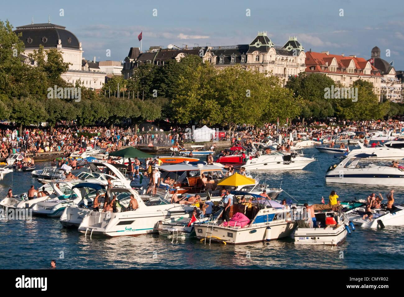 Schweiz, Zürich, Streetparade, Party-Boote am Zürichsee Stockfoto