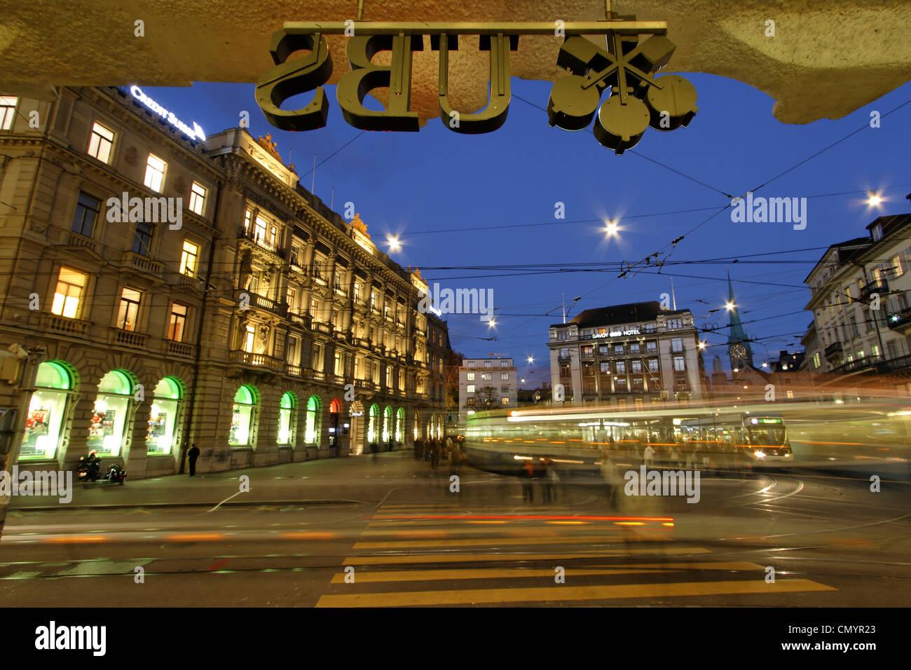 Bank UBS und Credit Suisse am Paradeplatz, Tram, Zürich, Schweiz Stockbild