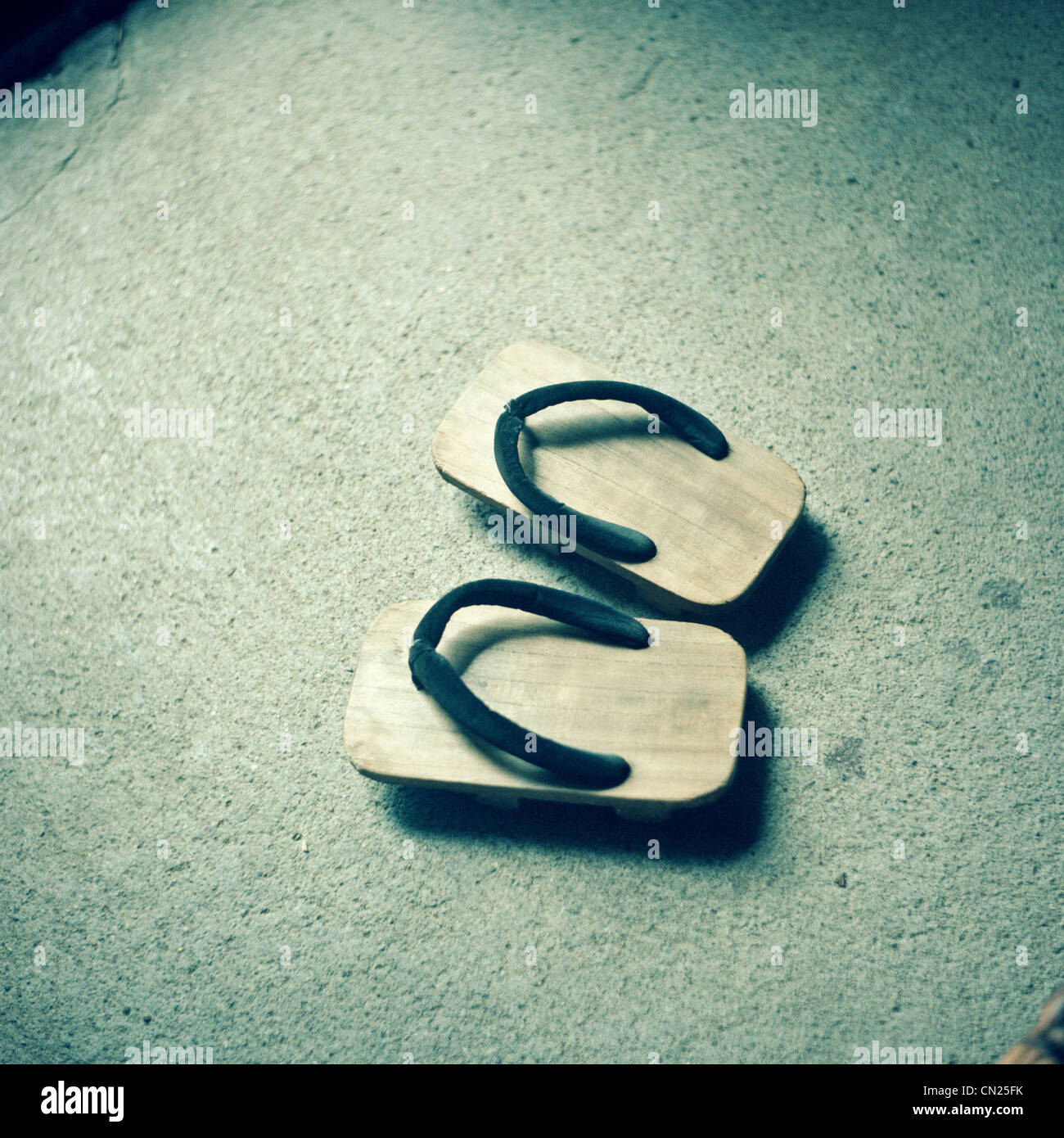 Traditionelle japanische hölzerne Flip-Flops Stockbild