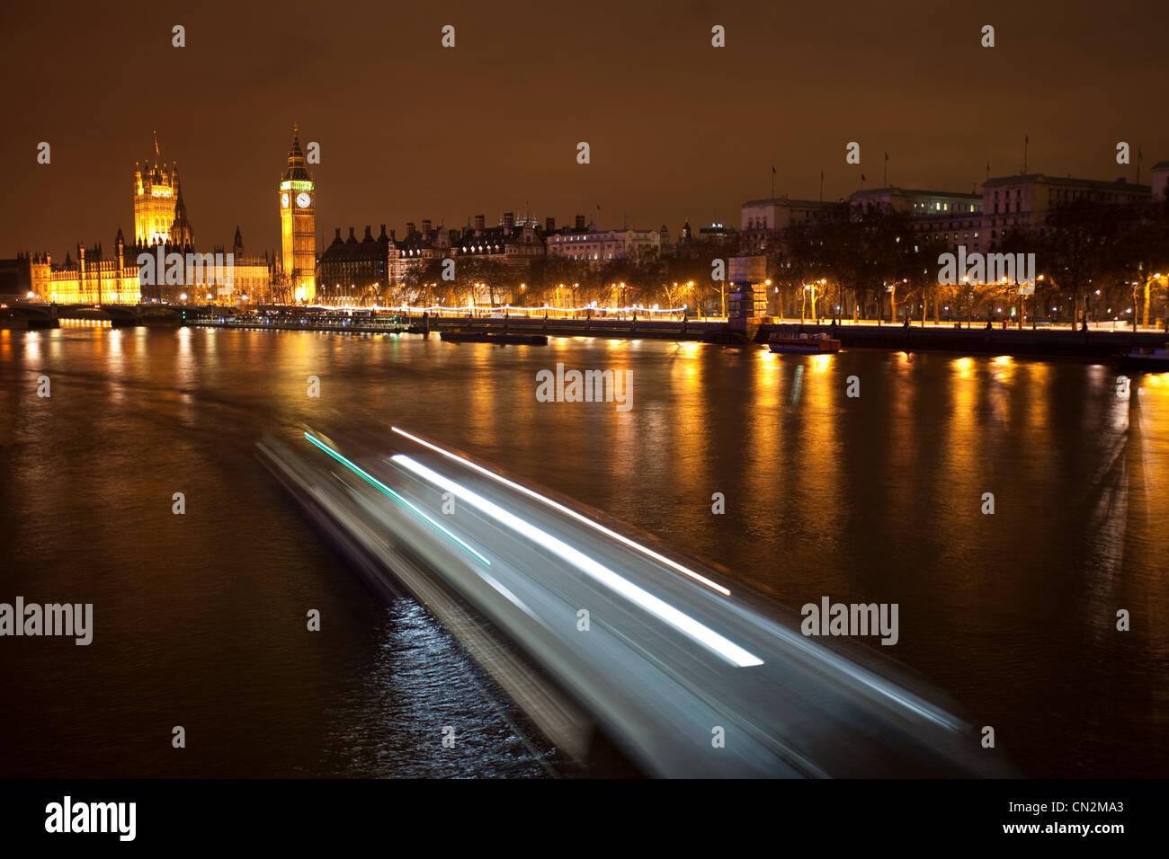 Boot in Bewegung auf der Themse, London, UK Stockbild
