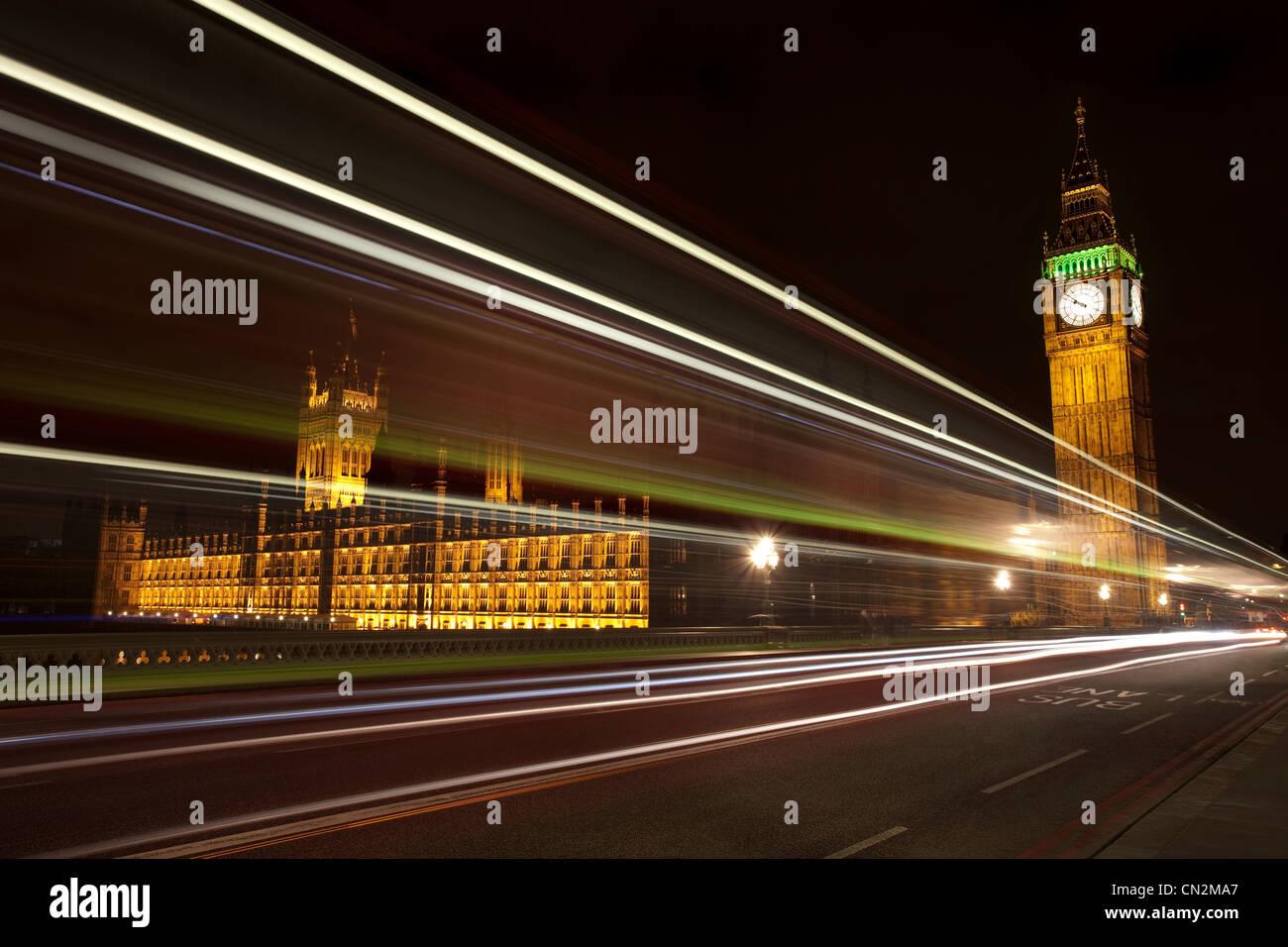 Lichtspuren und Palast von Westminster, London, UK Stockbild