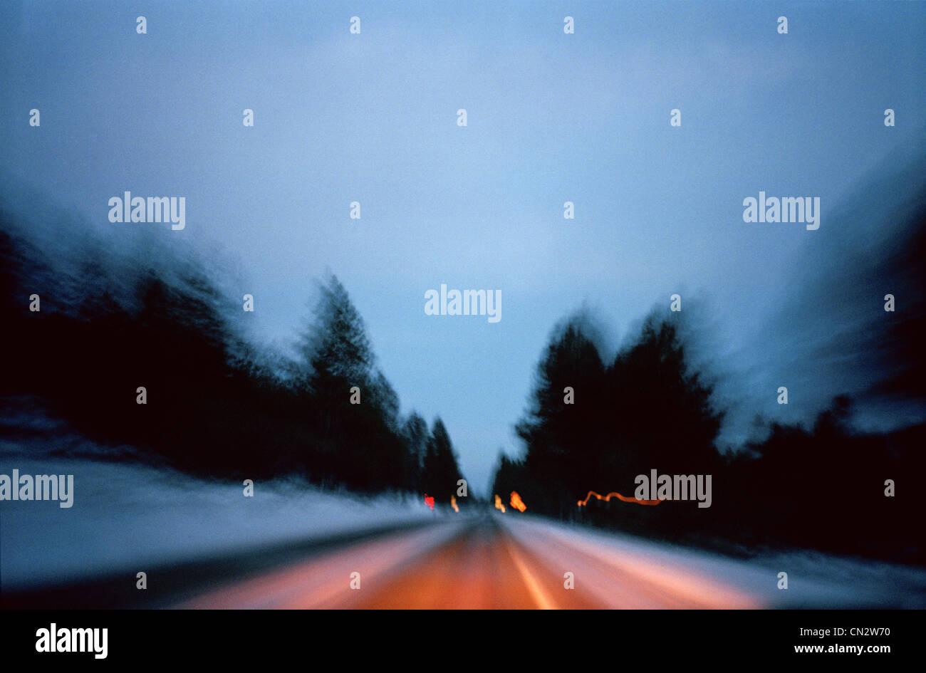 Verschwommen Straße am Abend Stockbild