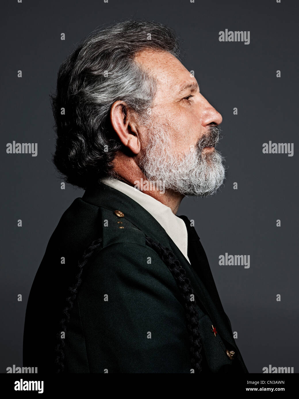 Profil von senior Man militärische Uniform tragen Stockbild