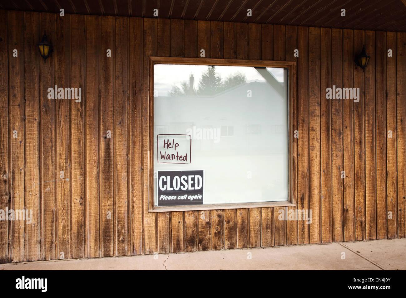 Zeichen im Schaufenster Stockbild