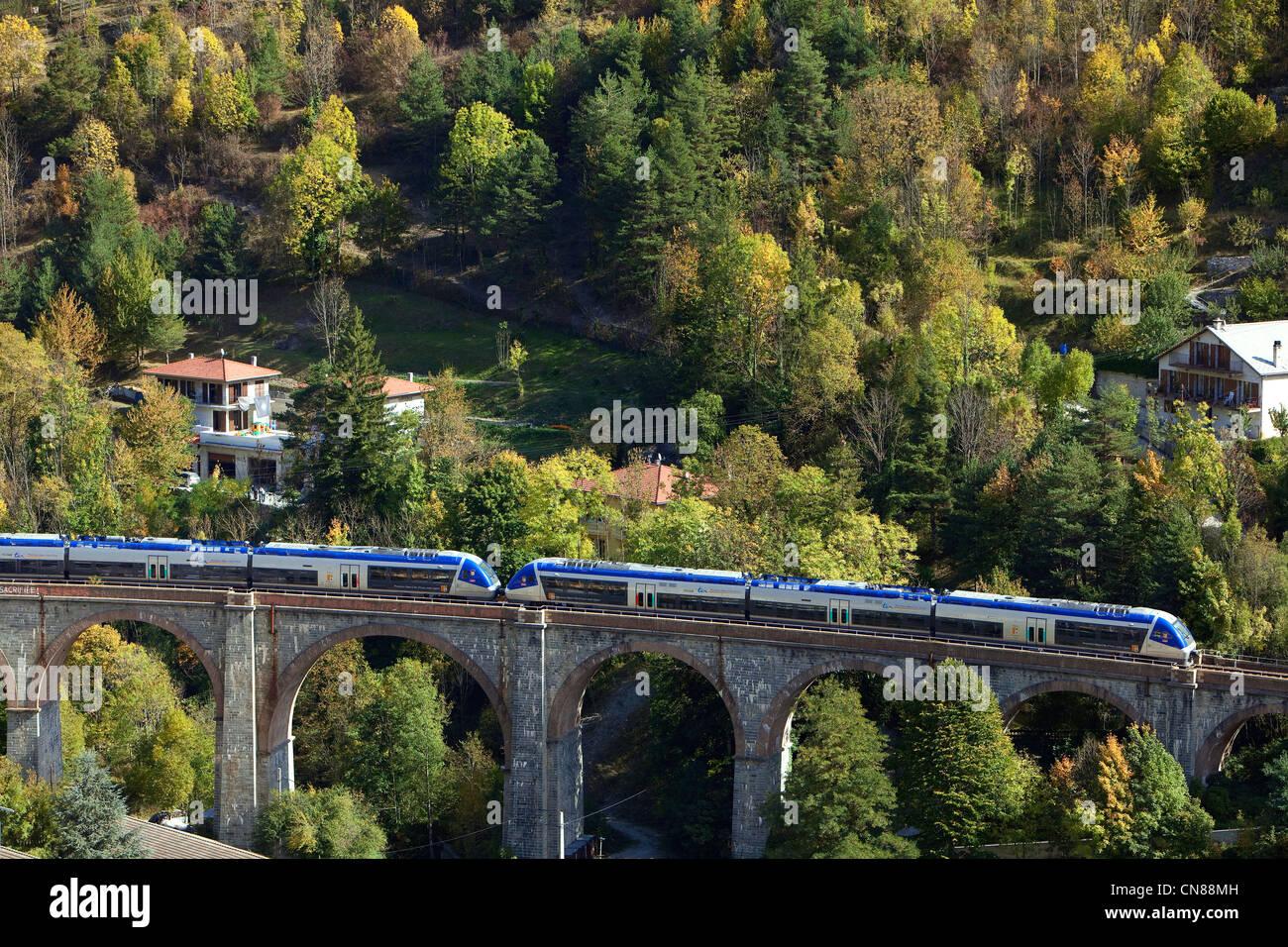Tende, Zug des Vallée des Merveilles (Tal der Wunder), TER Linie (Regionalbahn), Roya-Tal, Alpes Maritimes, Stockbild