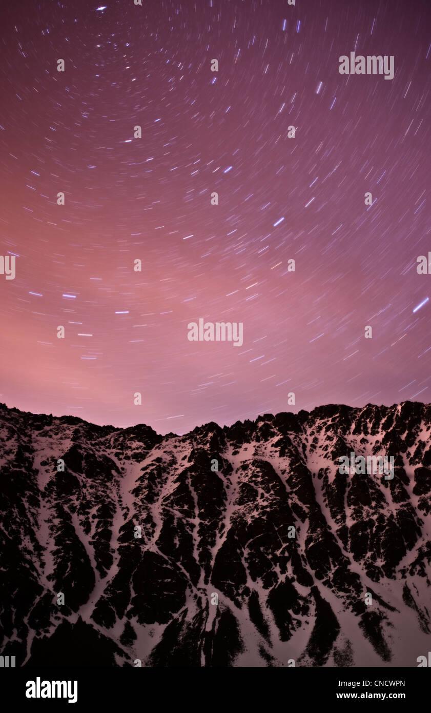 Sternspuren über Hidden Peak, Chugach State Park, Yunan Alaska, Frühling Stockbild