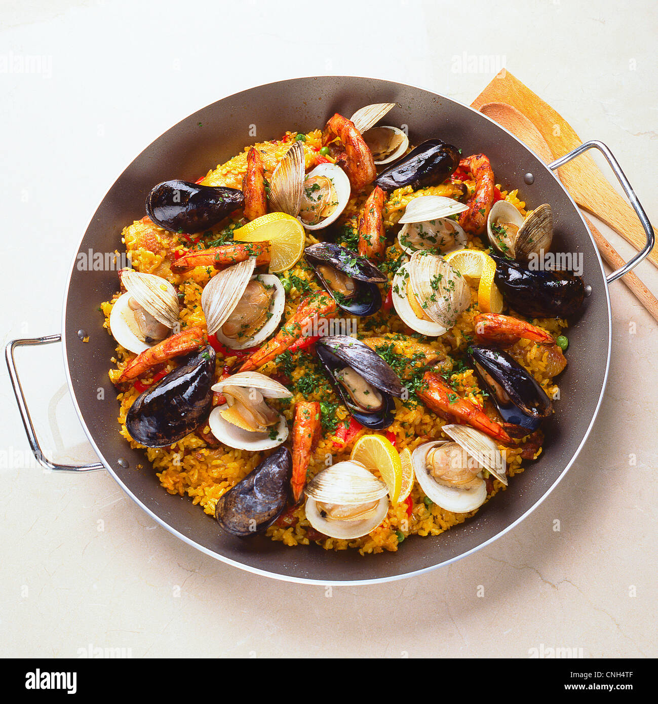 Paella in Pfanne Stockbild
