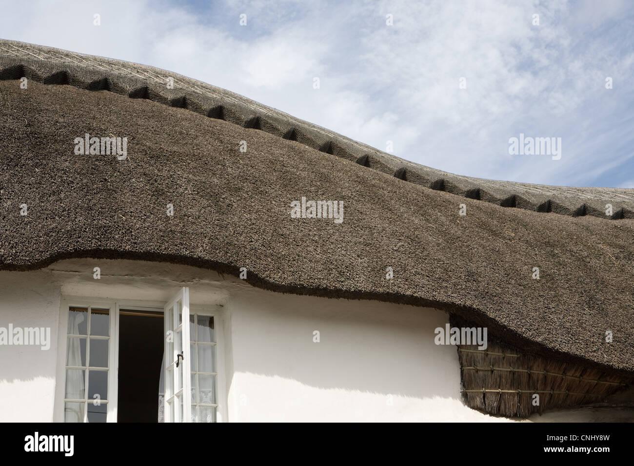Traditionellen Reetdachhaus Devonshire Stockbild