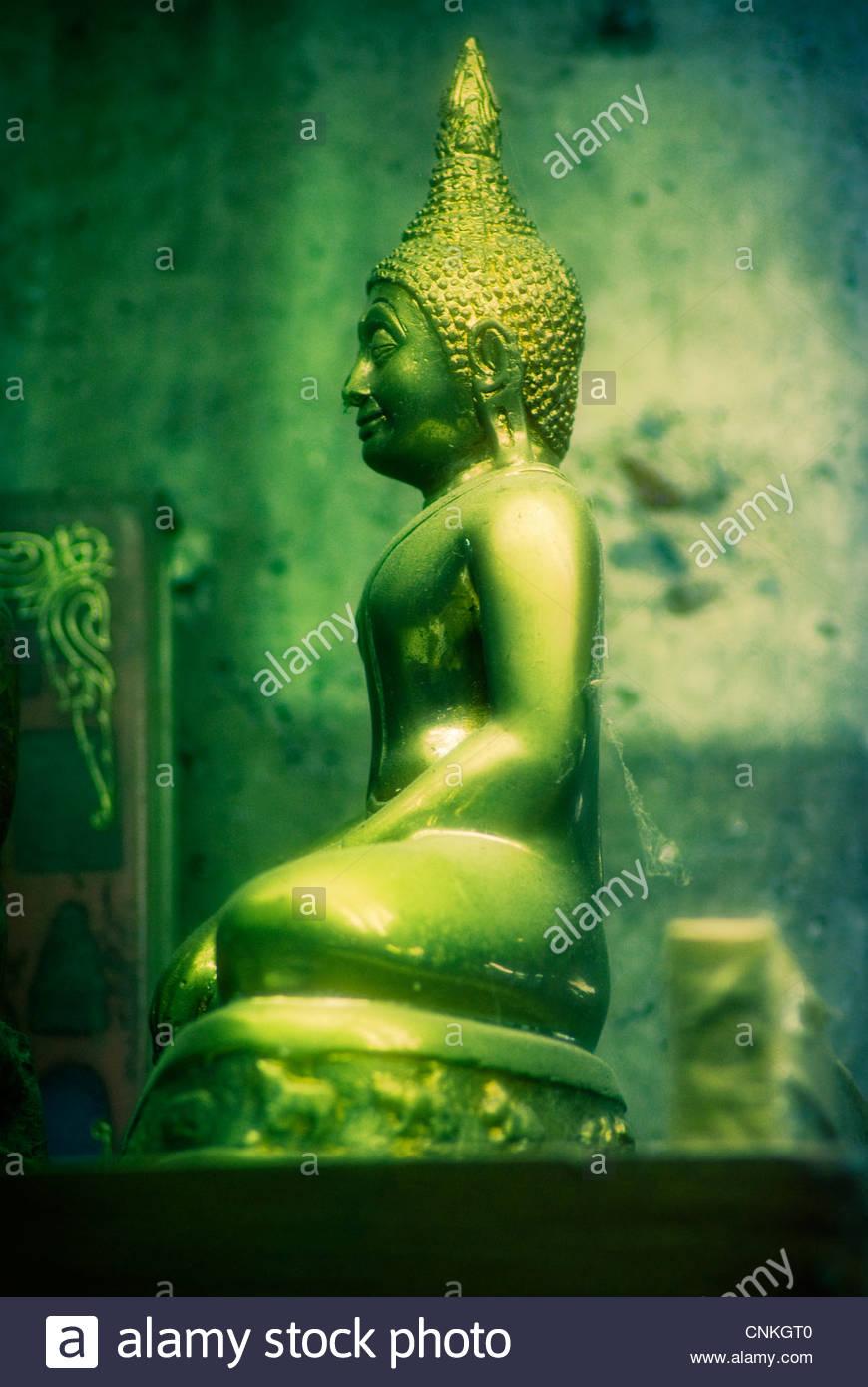Statue des Buddha in der sitzenden Position. Stockfoto