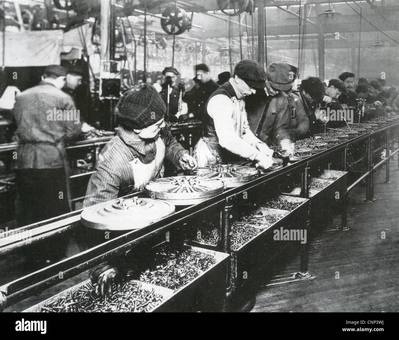 FORD MOTOR COMPANY Fließband über 1914 Stockbild
