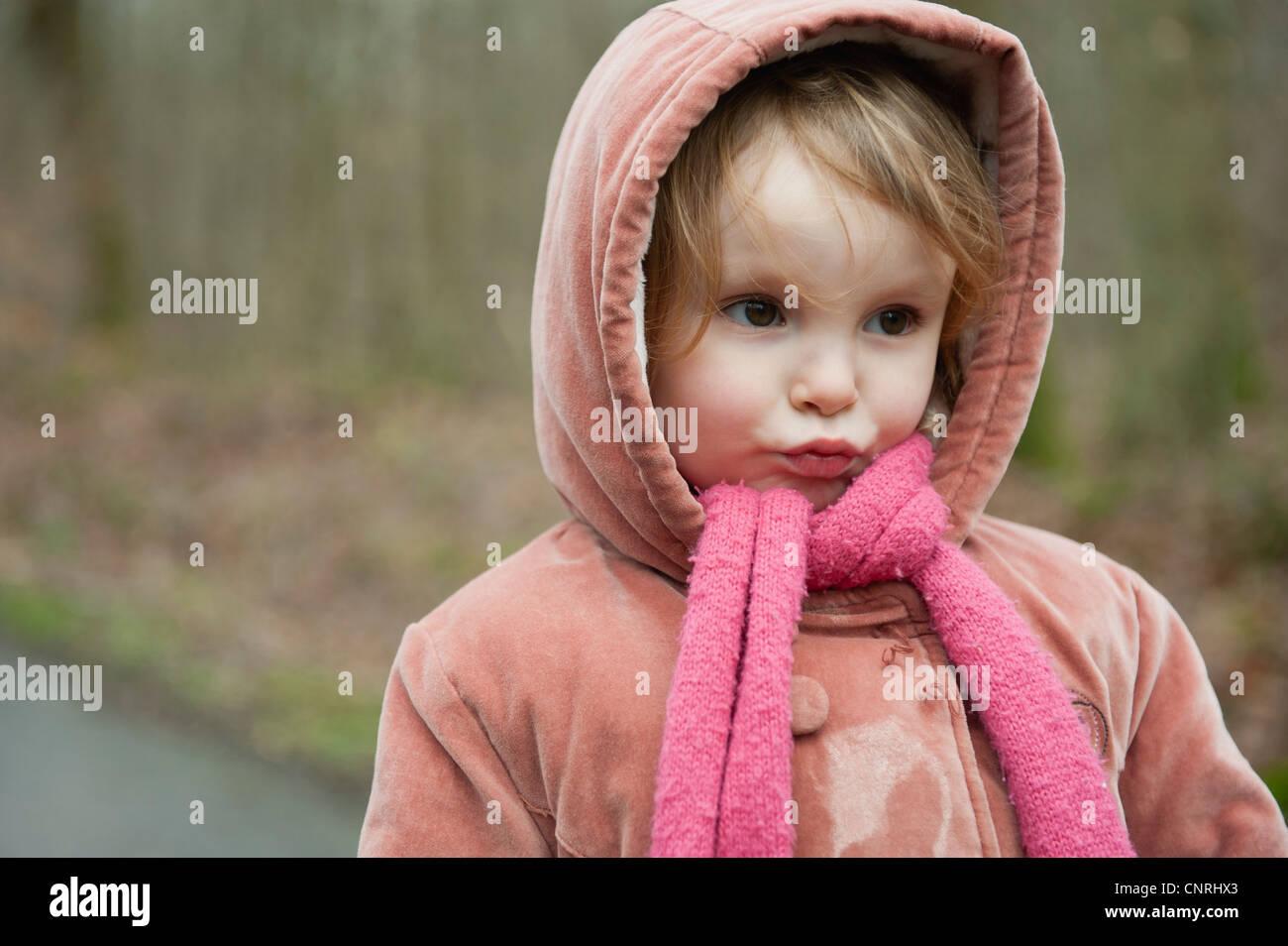 Kleine Mädchen machen Gesicht, Porträt Stockbild