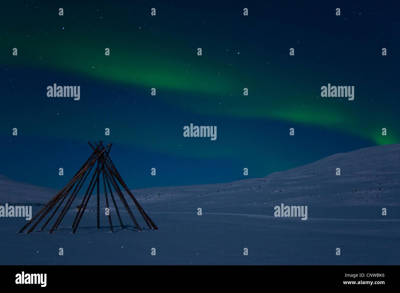 Rahmen einer Sami-Zelt in Polarlichter (Aurora Borealis), Schweden ...