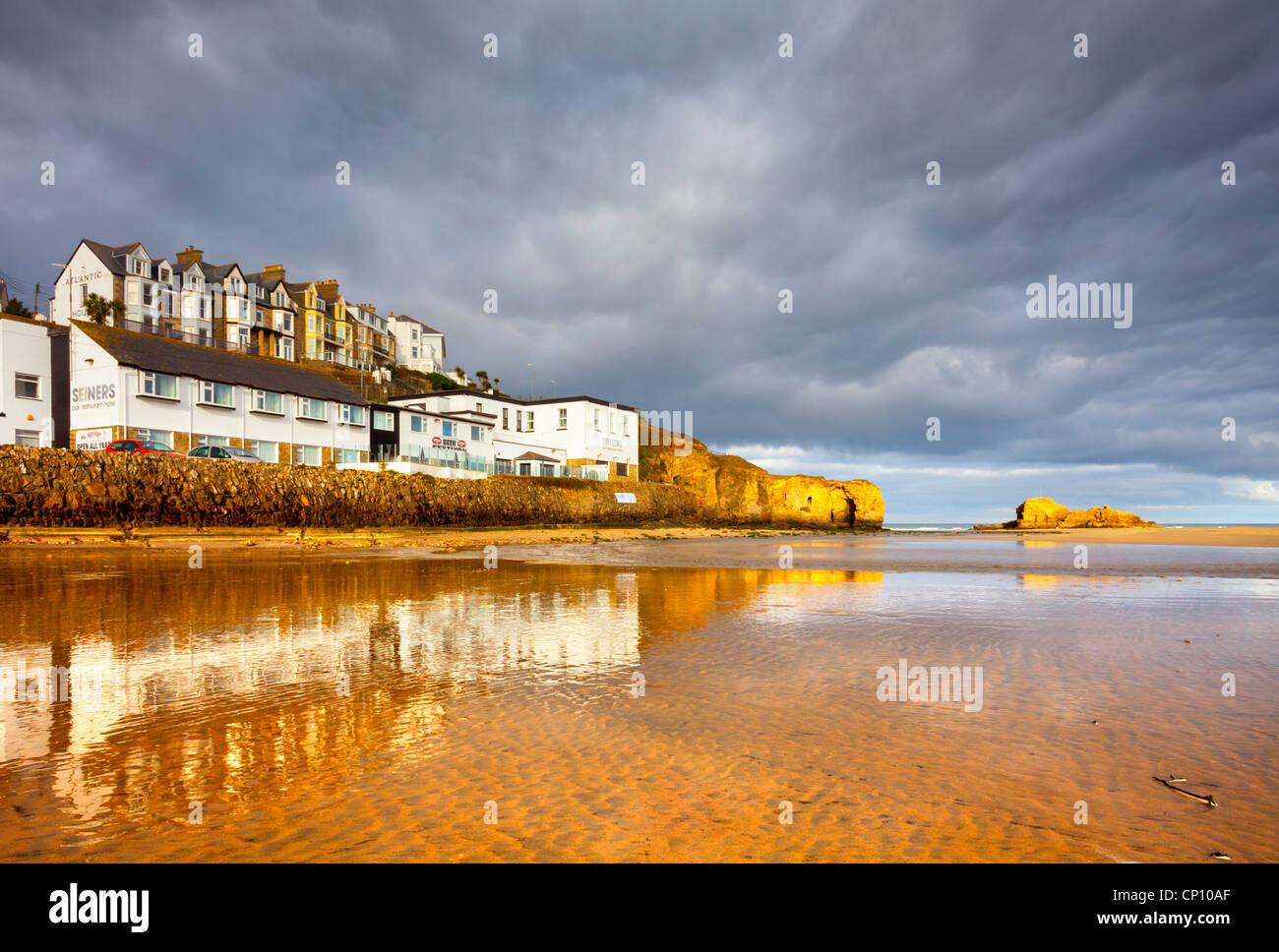Perranporth Strand an einem stürmischen Winter Morgen Stockbild
