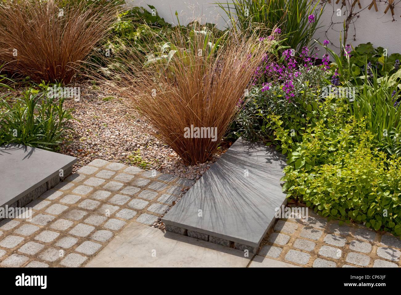 Zeitgenössischen Modernen Garten Mit Kies Und Gräser Stein Und