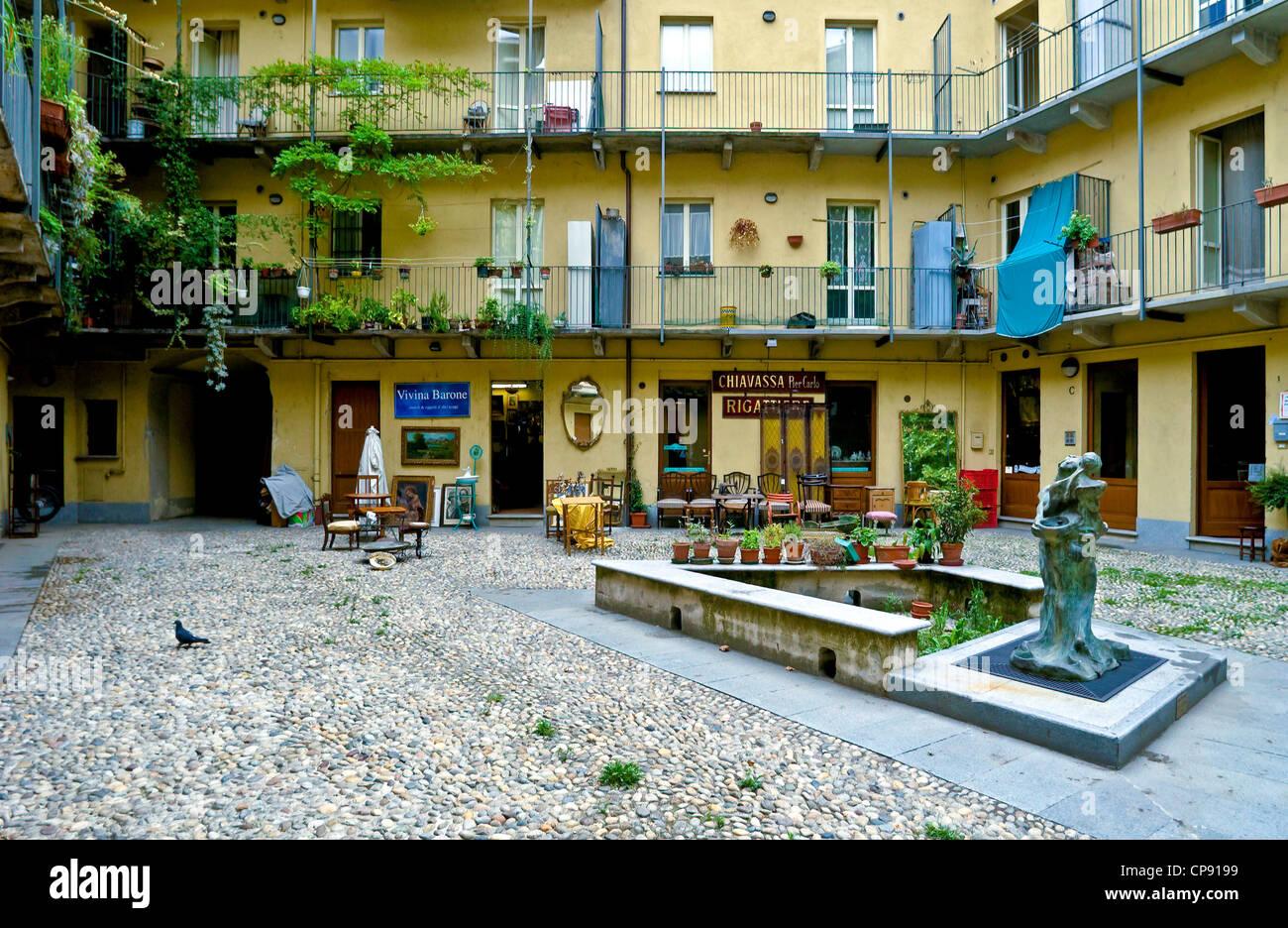 Borgo stockfotos borgo bilder alamy for Borgo dora torino