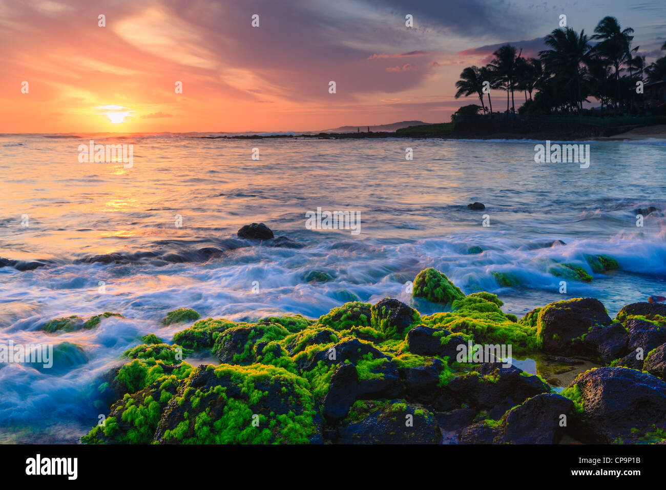 Sonnenuntergang am Strand Poipu, Kauai, Hawaii Stockbild