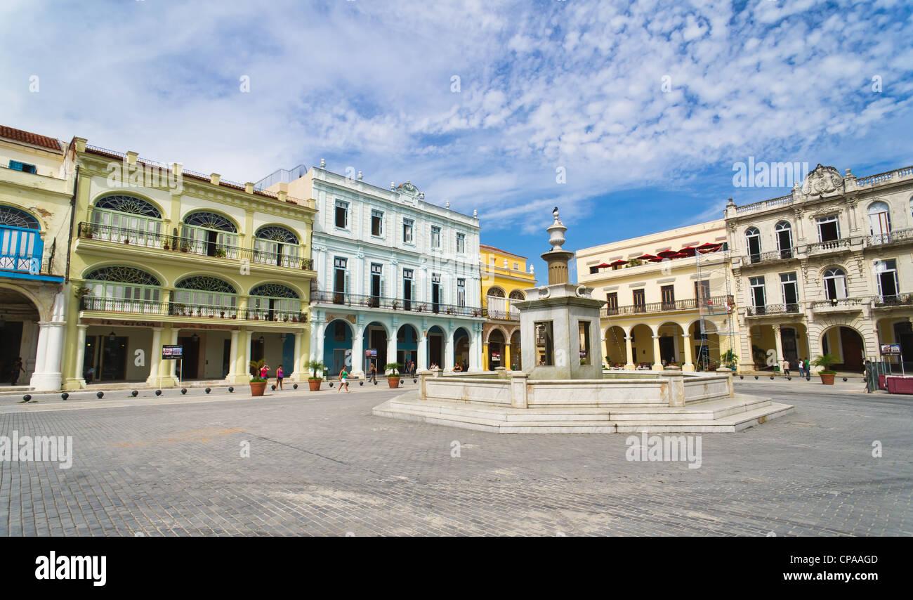 Panorama der Altstadt von Havanna Plaza Vieja mit bunten tropischen Gebäude, Havanna, Kuba Stockbild