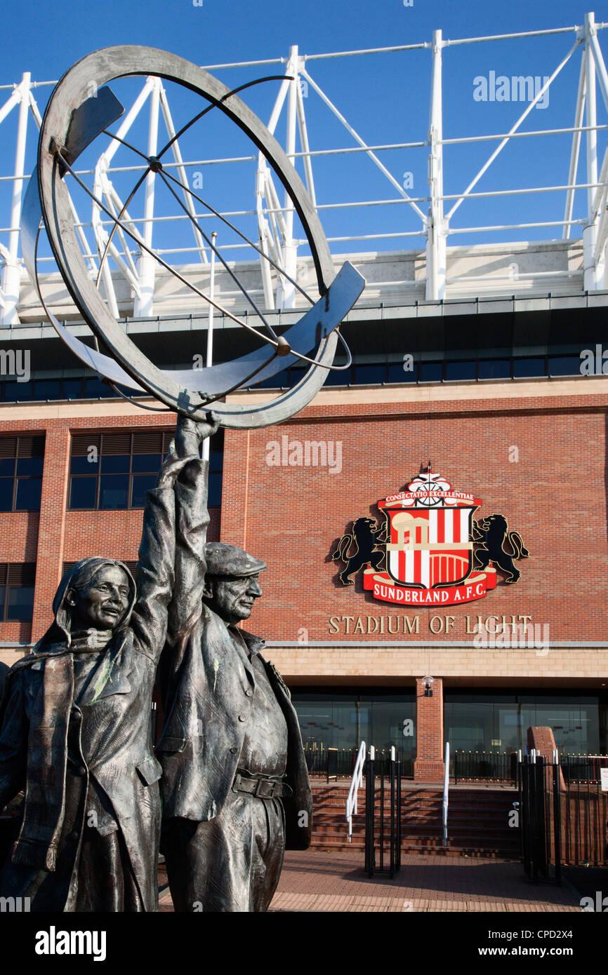 Familie Fußballfans Skulptur im Stadium of Light, Sunderland, Tyne und Abnutzung, England, Vereinigtes Königreich, Stockbild