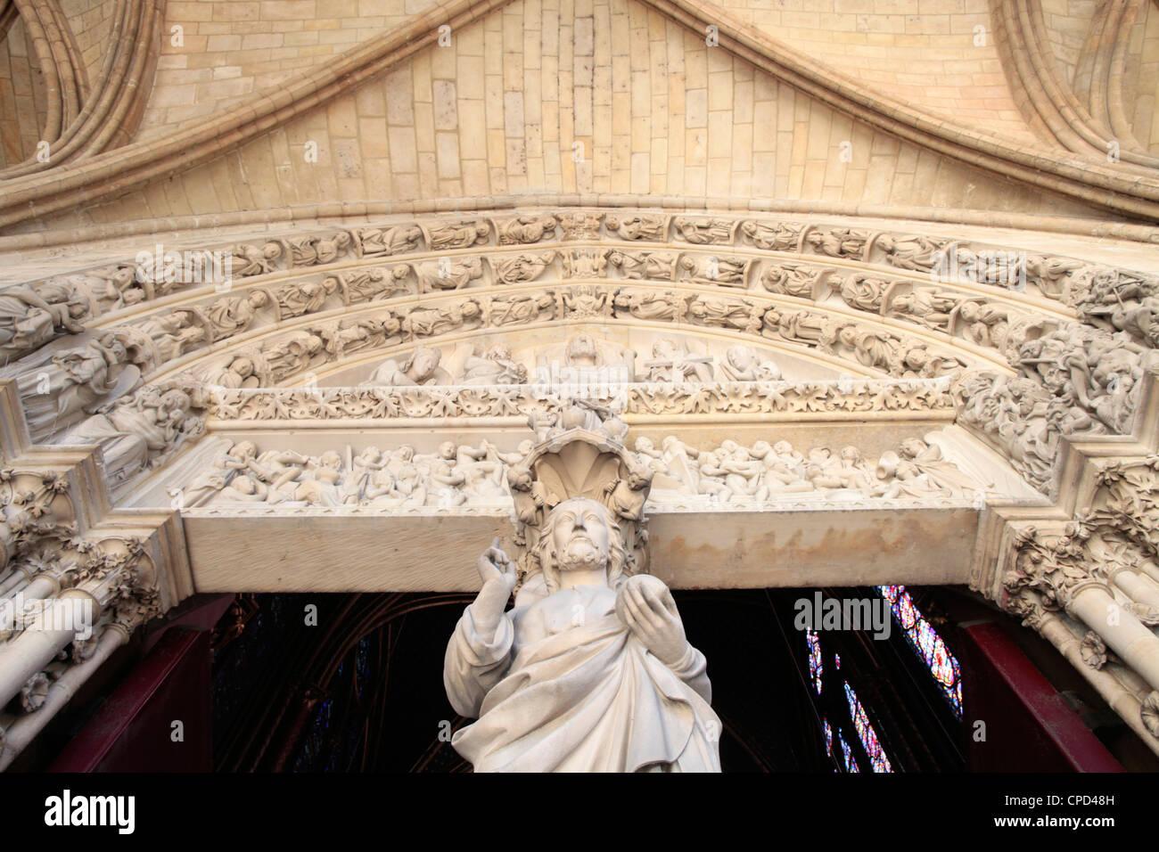 Jesus, Eingangsportal der oberen Kapelle Sainte-Chapelle, Paris, Frankreich Stockbild