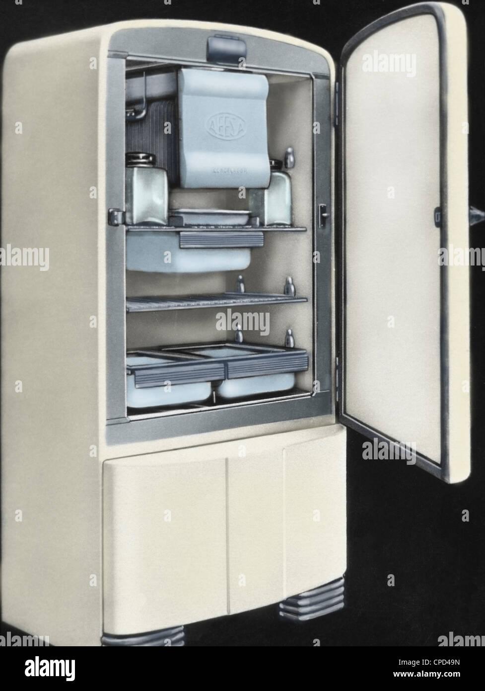 Erste elektrische Kühlschrank in Spanien von AEESA Marke (Anglo-Espanola de Electricidad SA) produziert. 50er Stockbild