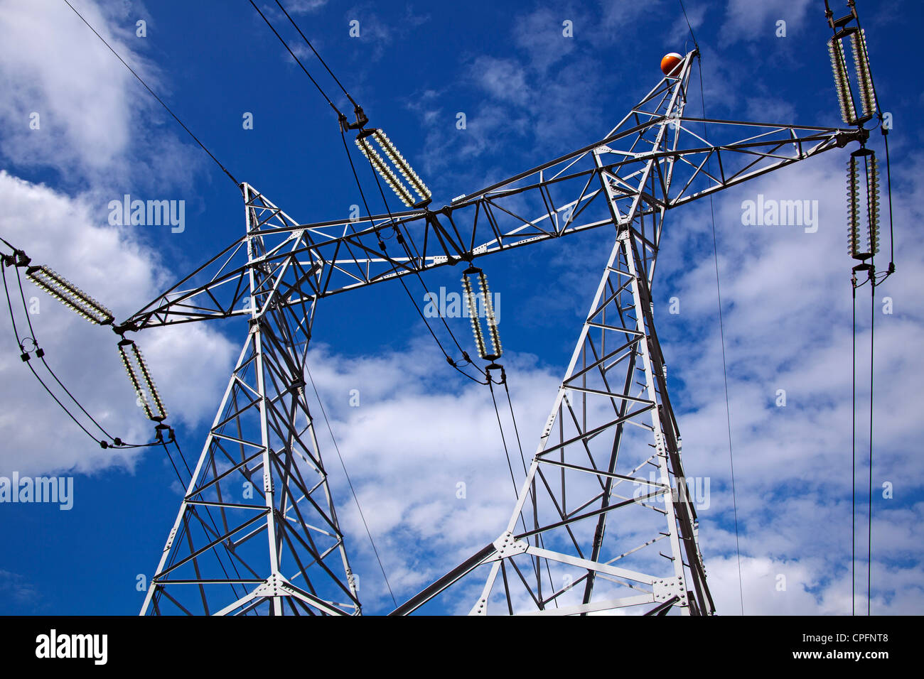 Hohe Spannung elektrische Leitung Stockbild