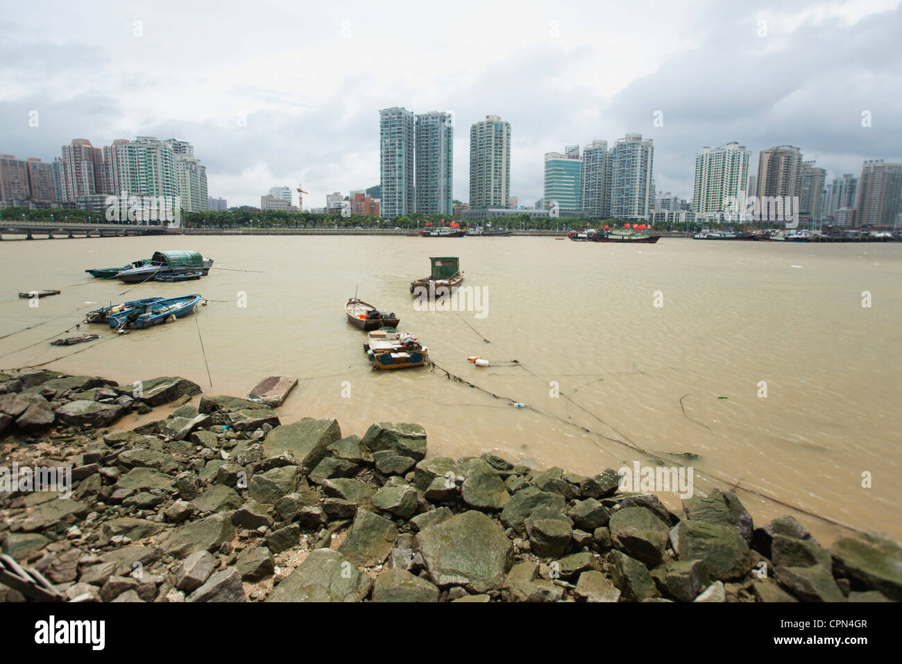 Boote auf dem Wasser, Provinz Shandong, China Stockbild