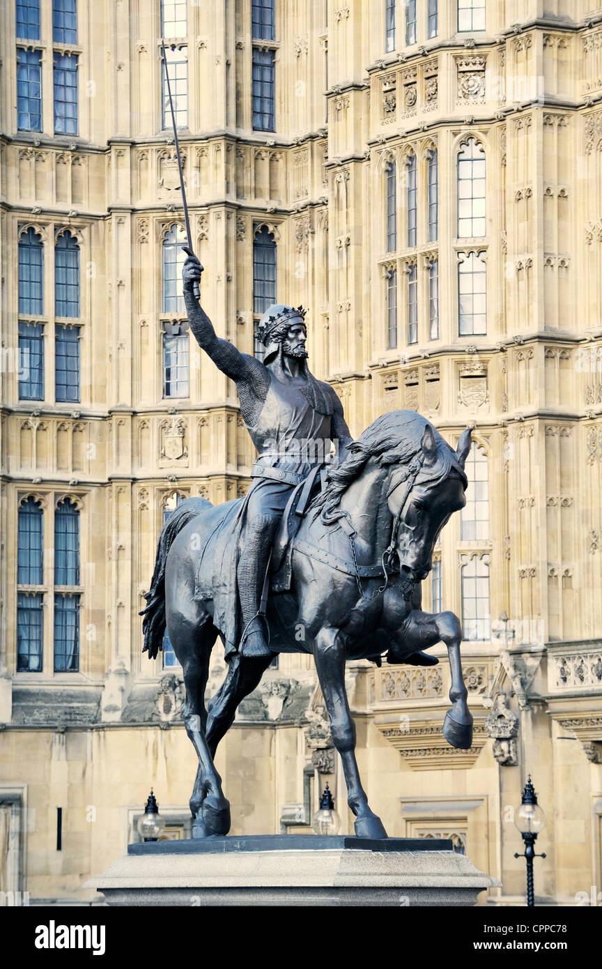 Statue von König Richard I von England, Richard Löwenherz, außen Palace of Westminster, Häuser Stockbild