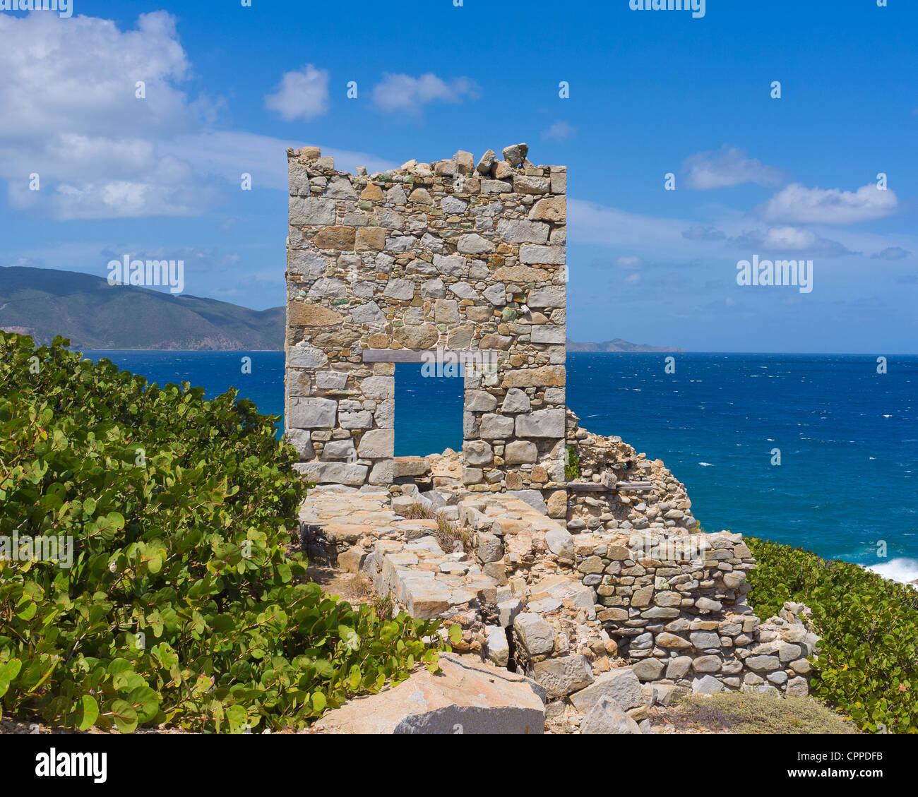 Virgin Gorda, Britische Jungferninseln, Karibik aufgegeben Copper Mine (1837-1862) Ruinen - Nationalpark Stockbild